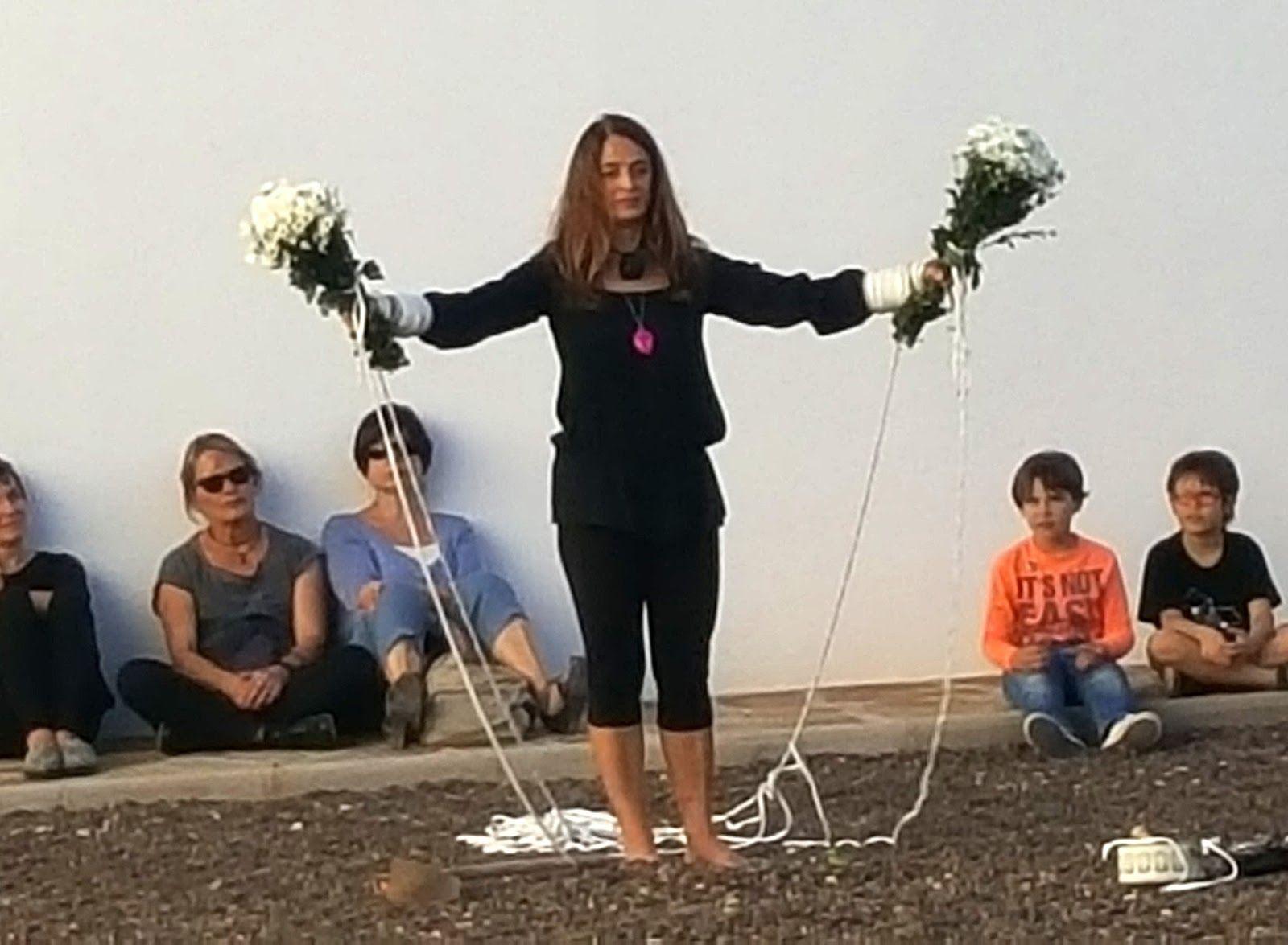 Performance El Paseo - Analía Beltrán i Janés